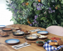 <p>Enjoy a range of hot and cold mezze, coffee and deserts at this popular Turkish restaurant.</p>