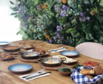 <p>يقدم المطعم التركي الشهير لضيوفه مجموعة متنوعة من أطباق المازة الساخنة والباردة، بالإضافة إلى القهوة والحلى التركي اللذيذ.</p>